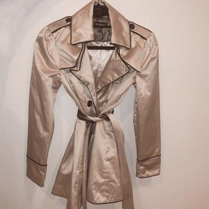 Bebe champagne lace trench Xs